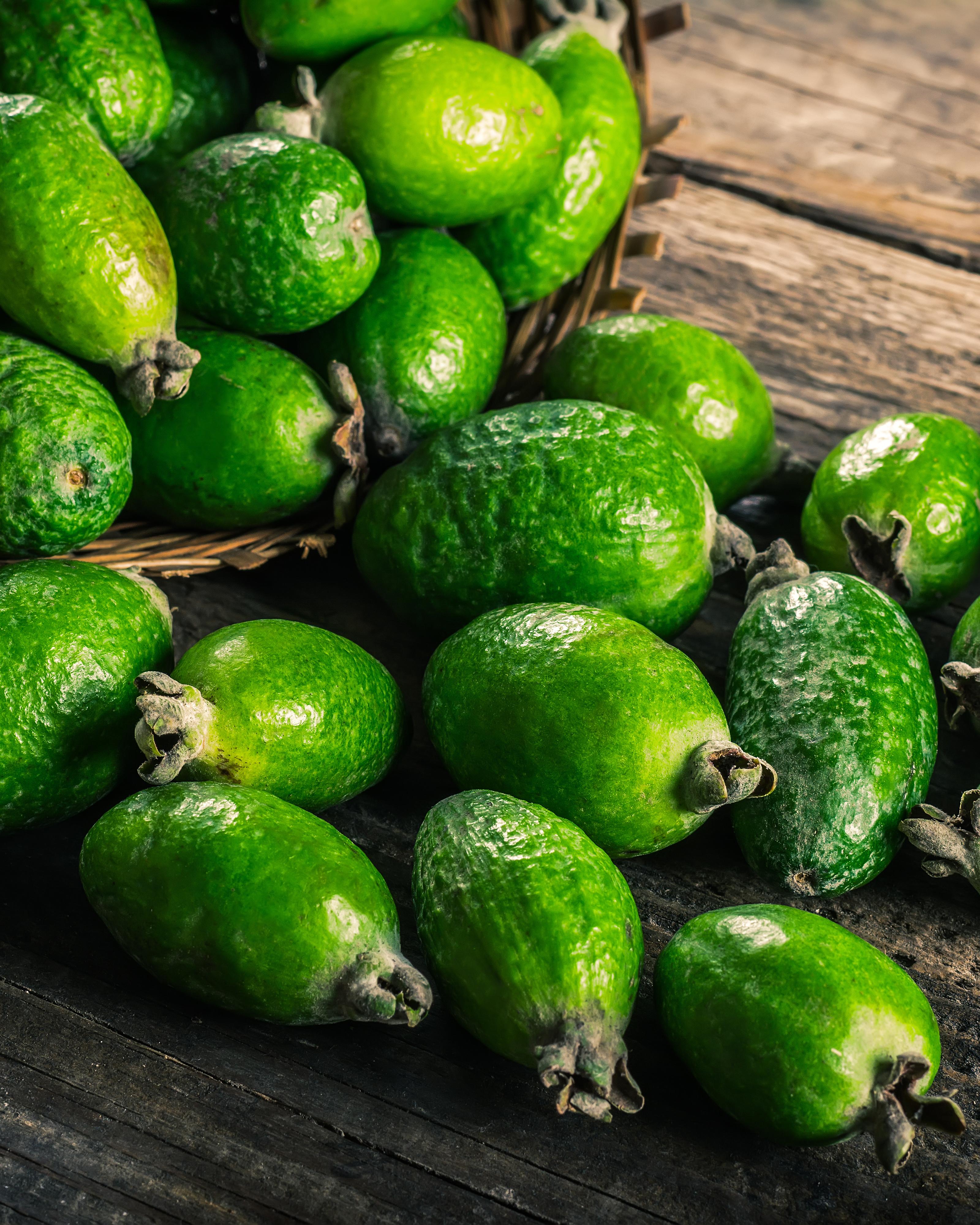 die ananas guave exot mit wundersch nen bl ten und leckeren fr chten der palmenmann. Black Bedroom Furniture Sets. Home Design Ideas